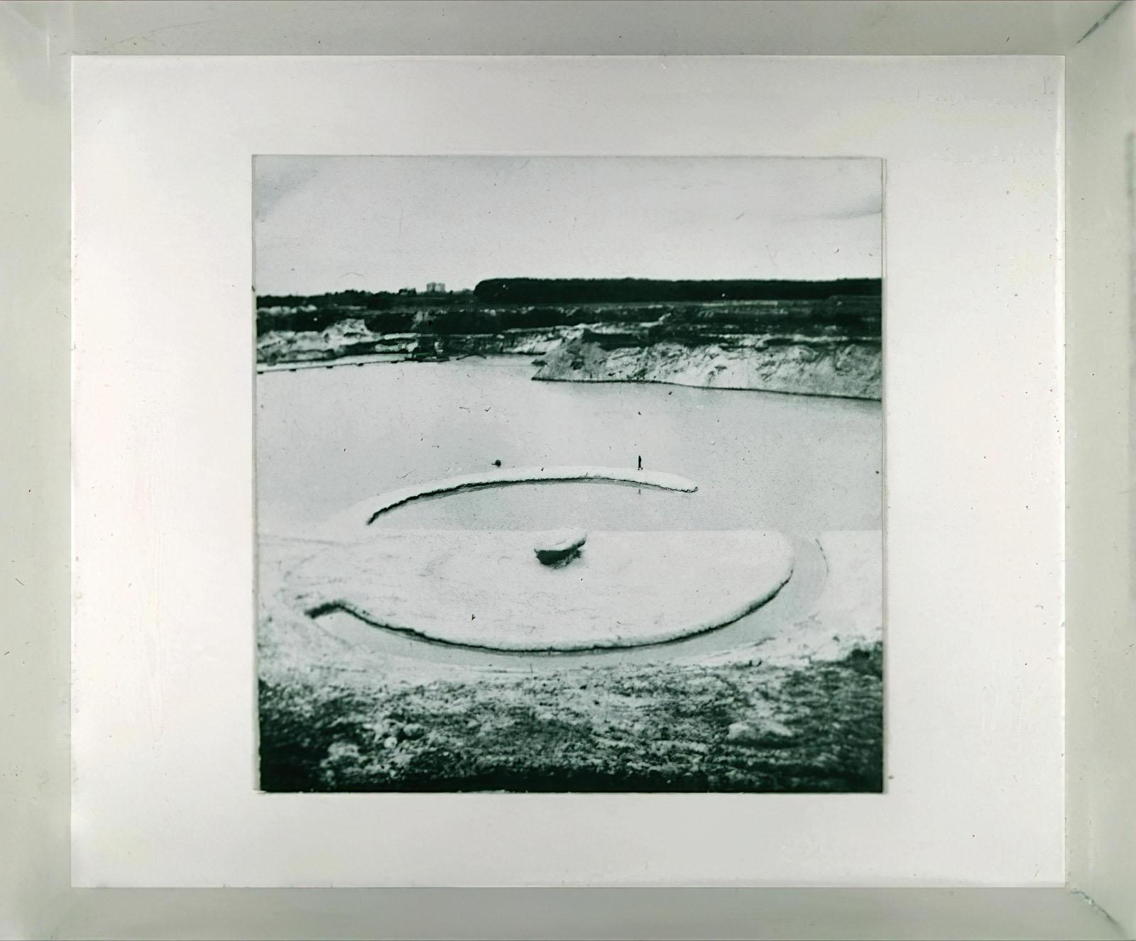 Robert Smithson - Broken Circle