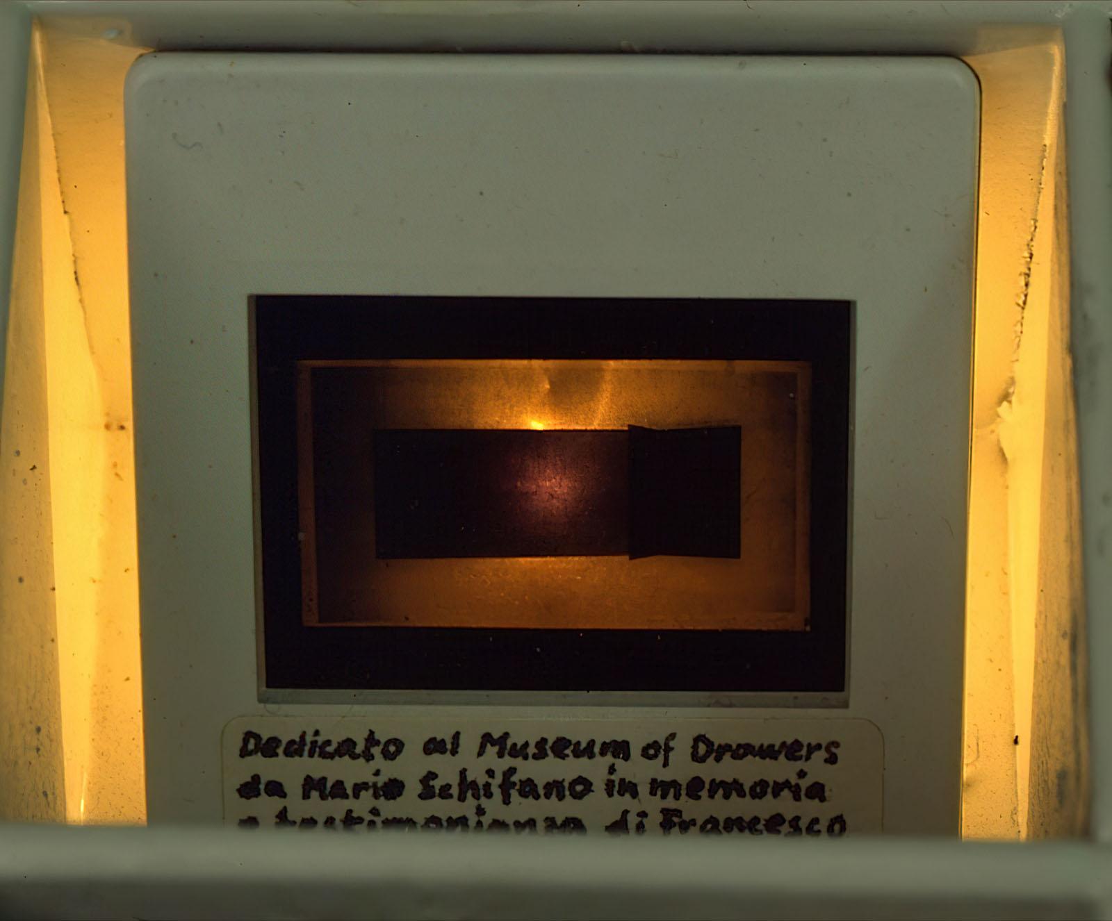 Franceso Lo Savio - Visione prospettica di un progetto per metallo monocromatico nero di m.3 x m.1